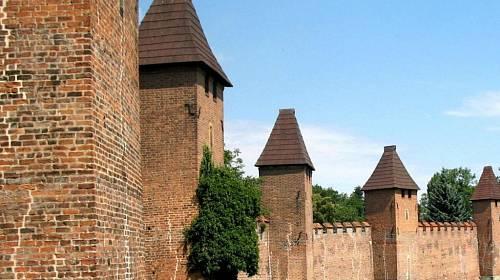 <p>Nymburk, městské hradby</p>