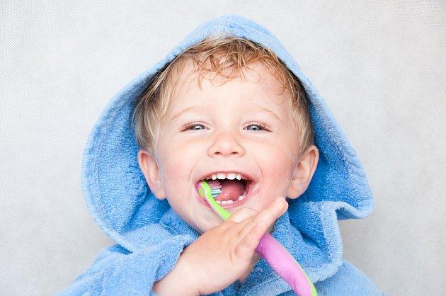 Správná péče o chrup již od dětství je zásadní a ovlivňuje stav našich zubů po celý život