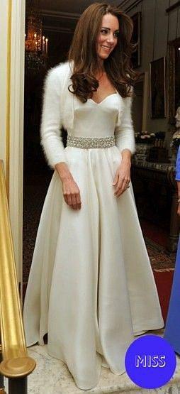 Svatební šaty, které oblékla Kate po obřadu, byly dokonalé.
