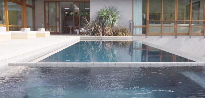 Bazén milují hlavně Rickyho děti Matteo a Valentino.