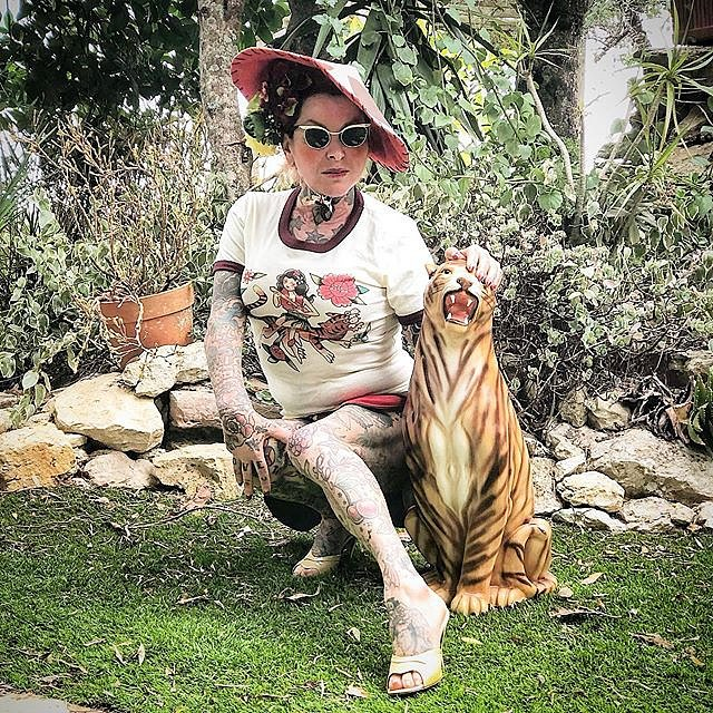 Nazare Pinela není typická babička.