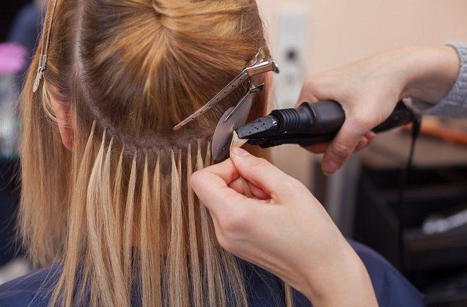 Prodloužení vlasů svěřte do rukou profesionála.
