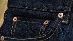Cvoky na kapsách nejsou na ozdobu, ale brání jejích utržení. Malá kapsička se poprvé objevila na leviskách v roce 1873 a byla určená na kapesní hodinky.