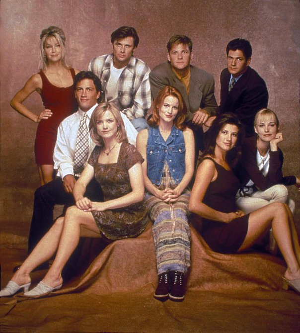 Melrose Place - rok 1994 - Andrew Shue, Courtney Thorne-Smith, Heather Locklear, Laura Leighton, Grant Show, Thomas Calabro, Josie Bissett, Daphne Zuniga a Doug Savant