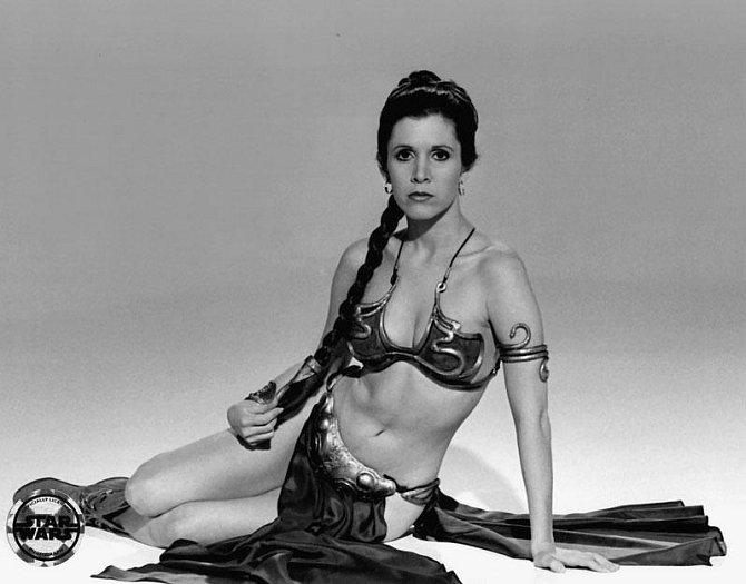 Asi nejvíc Carrie Fisher na roli princezny Leiy nesnášela, když hrála v sexy bikinách.