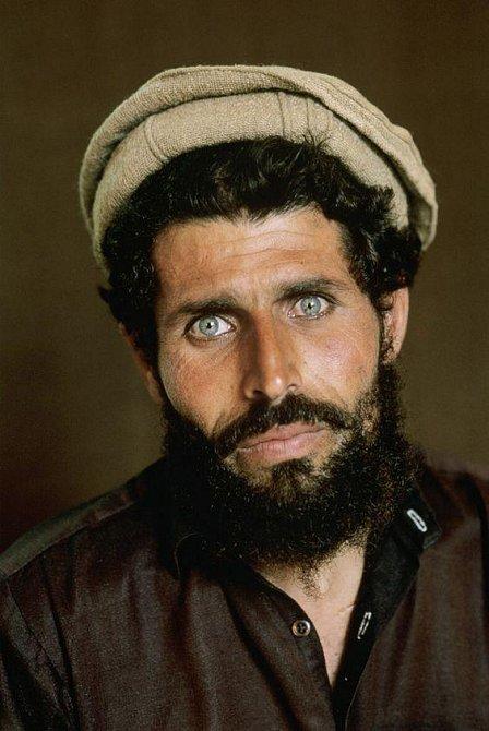 Bratr Šarbat, který má stejnou barvu očí.