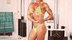 Pamela Hunt, 51, o fitness se nezajímala, dokud nepoznala svého přítele, který je osobním trenérem fitness. Pamela se stala posedlou cvičením a vypije denně 30 syrových vaječných bílků.
