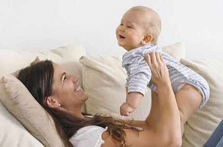 Zastavte padání vlasů po porodu