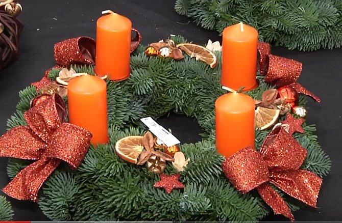 Stejně dobře jako ozdoby z obchodů vám poslouží sušené plátky pomeranče či citrónu
