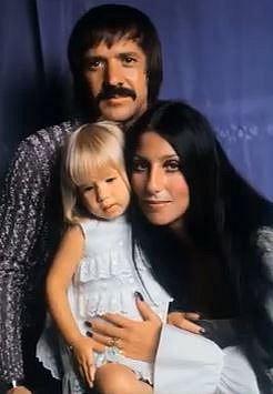 Chaz Bono se svými rodiči.