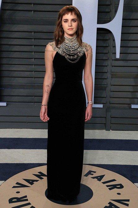 Emma Watson podpořila kampaň proti sexuálnímu a jinému násilí fejkovým tetováním, které bylo podle některých nekorektní.