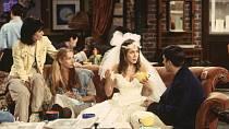 V pilotním dílu Přátel utekla Rachel (Jennifer Aniston) od oltáře.