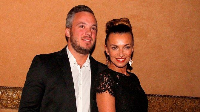 Herečka chce tajnou svatbu bez přítomnosti novinářů