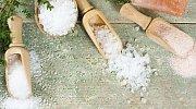 """7 super vychytávek, které dokážete s """"obyčejnou"""" kuchyňskou solí"""