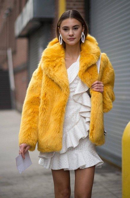Stefanie Gieinger nosí ráda žlutý kožich, ve kterém vypadá trochu jako kanárek.
