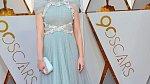 Emily Blunt se oblékla do modelu připomínající historický kostým.