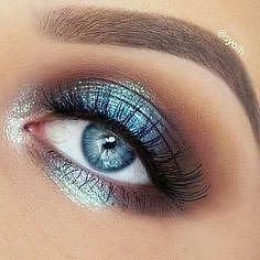 V tomto případě barva stínů odpovídá barvě očí.