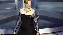 V roce 2003 oblékla černé dlouhé šaty a krásný vršek.