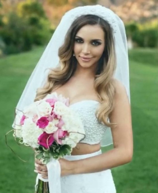 Herečka Scheana Marie se provdala za Michaela Shaye v bílých šatech. Nějak nechápeme, proč jsou dvoudílné?