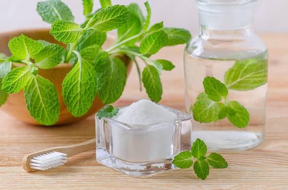 Xylitol slouží i k výrobě ústní vody.