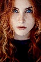 Nejvzácnější je kombinace zrzavých vlasů a modrých očí.