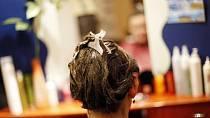 U Veroniky jsme se všichni shodli na tom, že jí rozhodně bude slušet tmavší odstín vlasů.