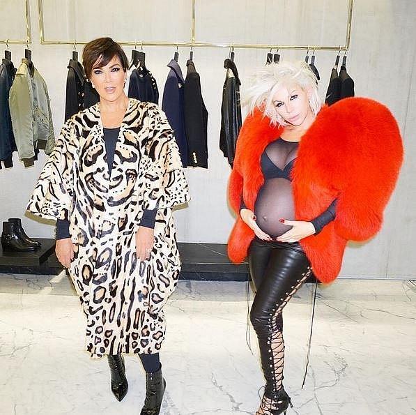 Joyce s klientkou a zároveň přítelkyná Kris Jenner.