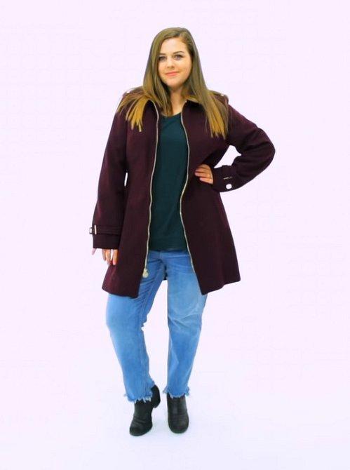 U kabátu je to také snadné. Pokud si chcete vzít delší kabát, nikdy nevolte cigaretové kalhoty. Opticky vás zmenší, stejně jako delší kabát.
