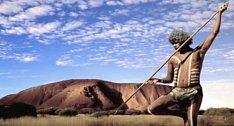 Mladí Aboridžinci musí strávit 6 měsíců o samotě v divočině.