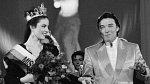 1989 - Karel Gott Ivanu galantně podpořil při finále Miss Československo 1989.