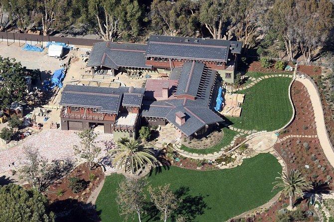 Dům v Los Angeles je hlavní sídlo, kde rodina žije.