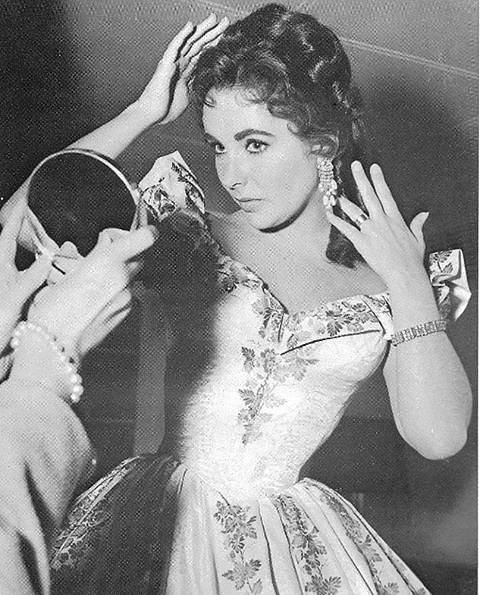 Elizabeth Hurley si na šperky vždycky potrpěla.