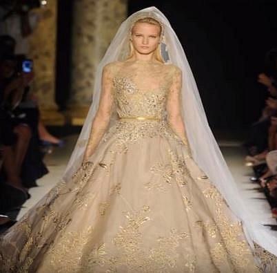2. Zlaté svatební šaty z dílny Yumi Katsura