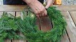 3. Drátek dobře utahujeme, aby se větvičky neuvolnily.