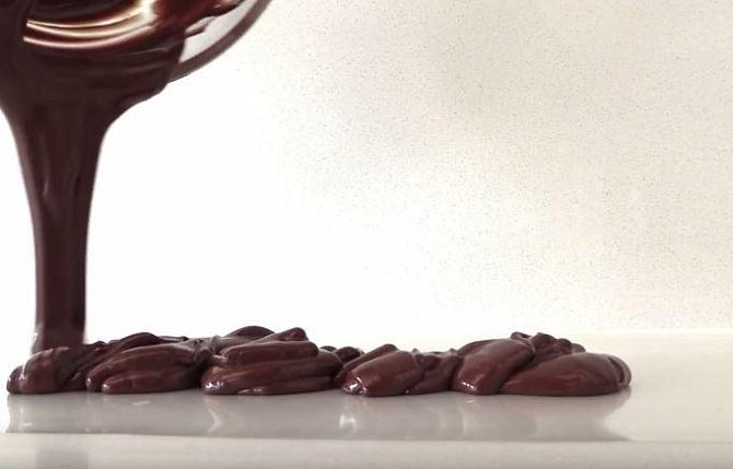 Základem celé tvorby bude rozpuštěná čokoláda.