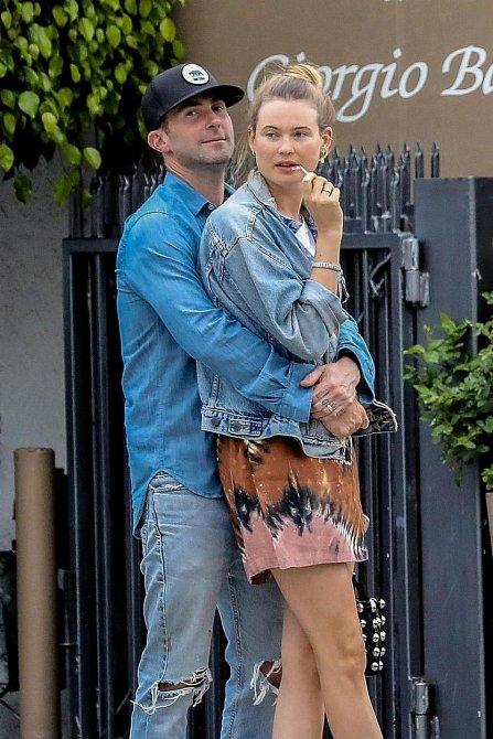Behati Prinsloo - manželka Adama Levina z Maroon 5