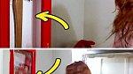 Titanic: Rose nejdříve bezpečnostní sklo úplně rozbila, když se ale pokouší sekyru vytáhnout, sklo už je zase na svém místě.