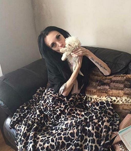 Rodiče Hannah pořídili štěně, aby se věnovala jemu a ne svému tělu.