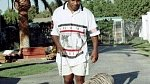 Mike Tyson na procházce se svým mazlíkem, devadesátá léta