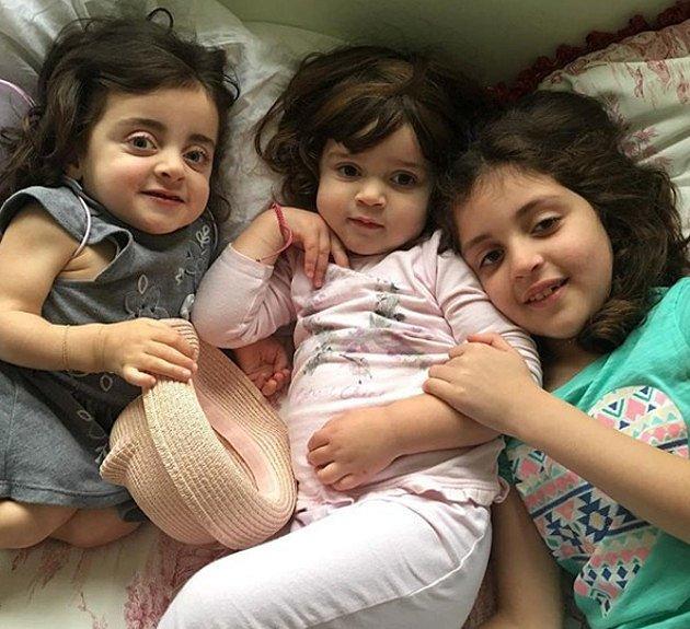 Olivia Lugani se svými sestrami