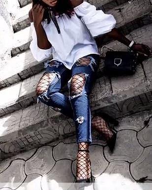 Síťovina - Pro krásu se musí trpět, tvrdí jedno staré pořekadlo. A tak asi v duchu tohoto hesla dívky trpí v síťovině. Ta je totiž velmi nepohodlná zvláště, pokud si navléknete ponožky ze síťoviny nebo punčochy a přes ně úzké...