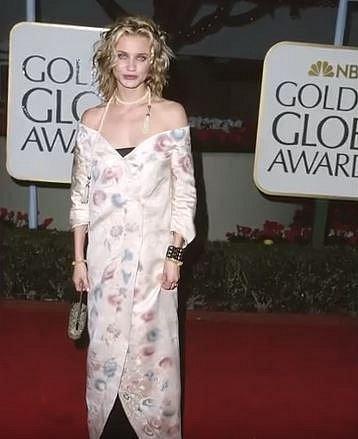 Cameron Diaz v roce 1999 oblékla podivné kimono přes kalhoty.