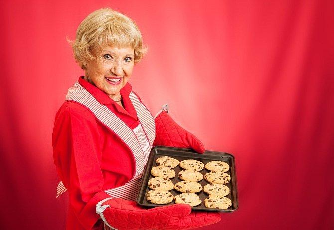 Pokud vaše babička ráda vaří a peče, s náčiním nikdy neuděláte chybu.