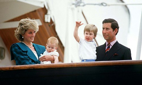 Diana, Charles a jejich děti William a Harry na návštěvě v Itálii v roce 1985