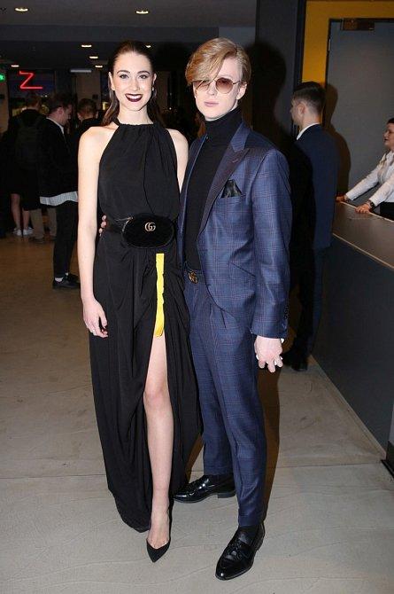 Adam Mišík se objevil v doprovodu nové přítelkyně. Oba by mohli okamžitě na červený koberec.