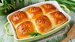 Bochánky a buchty všeho druhu se sušeným ovocem a polité medem jsou o Velikonocích velmi oblíbené