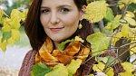 Hanka je oblečená do podzimních odstínů