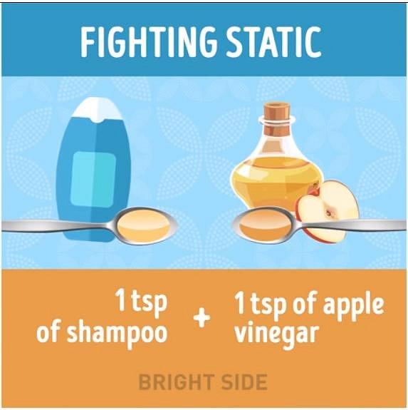 Aby vám vlasy nelítaly kolem hlavy kvůli statické elektřině, tak je umyjte směsí 1 lžíce běžného šamponu a 1 lžíce jablečného octa.