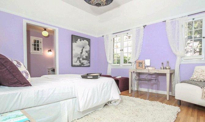 Jeden z pokojů pro hosty. Dita hosty miluje.