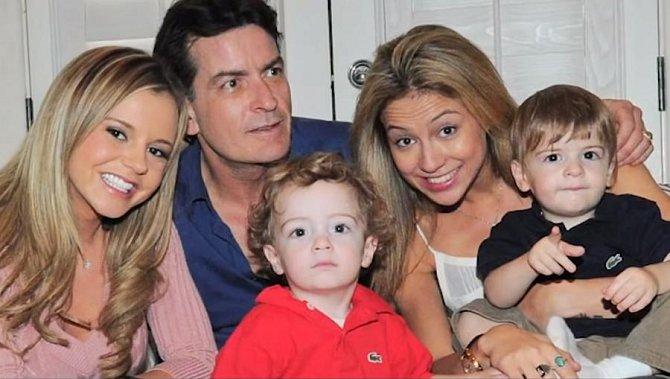 Charlie Sheen se svými dvěma dětmi